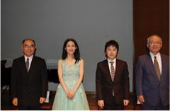 左から代表の萩原、バイオリニストの瀬﨑様、ピアニストの津嶋様、新田環境みらいの会西村様