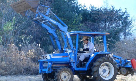 2012.12.20 耕うんに使用するトラクター)