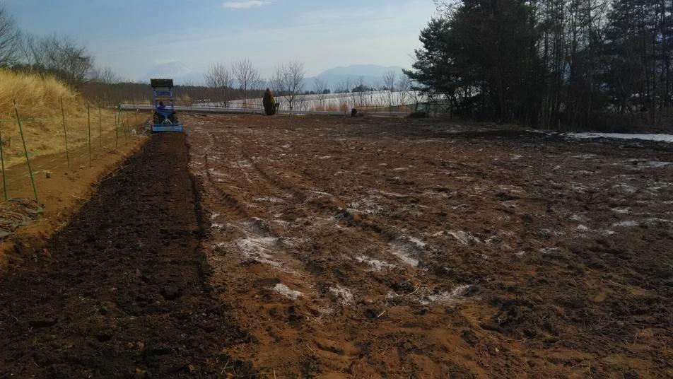 耕うんして土壌に混合